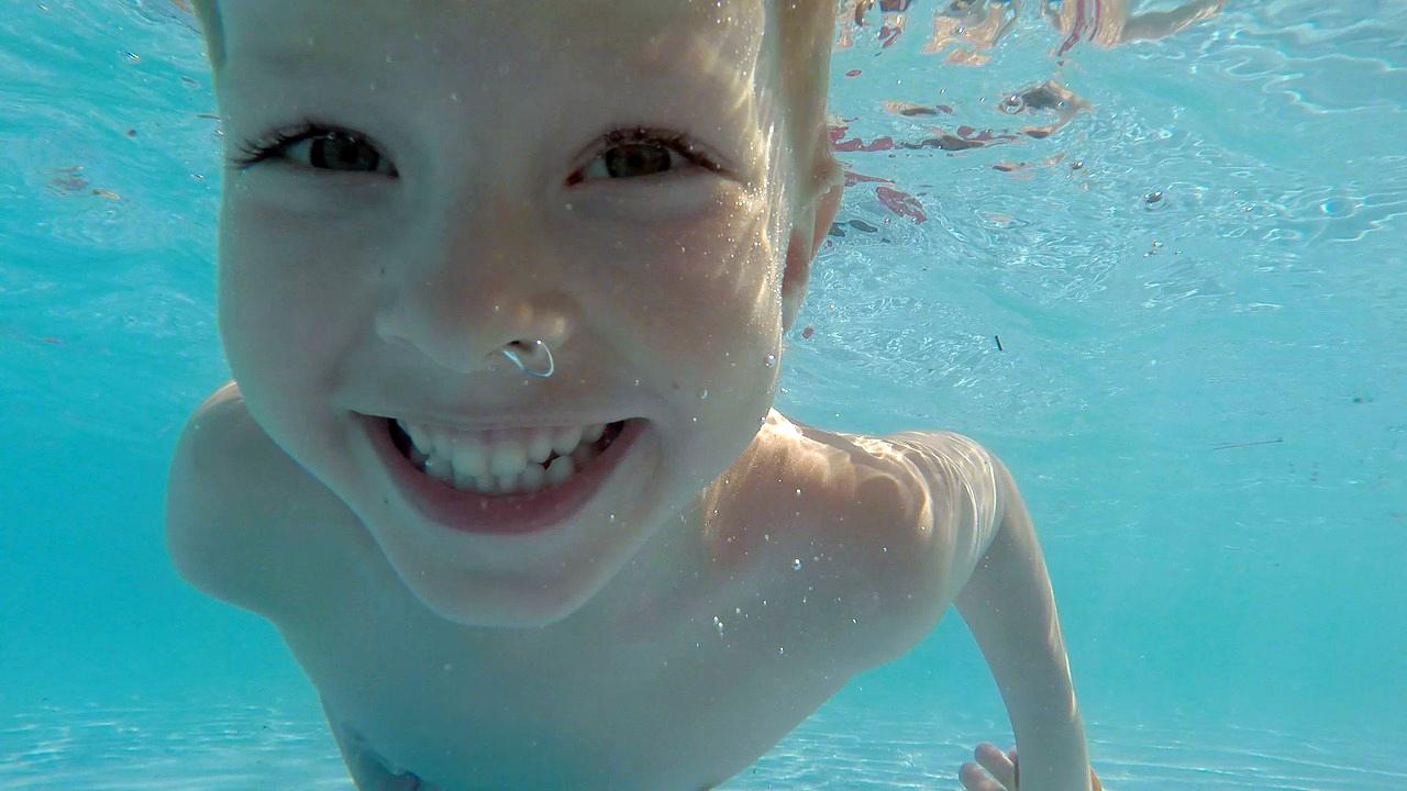 warum schwimmen f r kinder so wichtig ist schwimmwelt. Black Bedroom Furniture Sets. Home Design Ideas